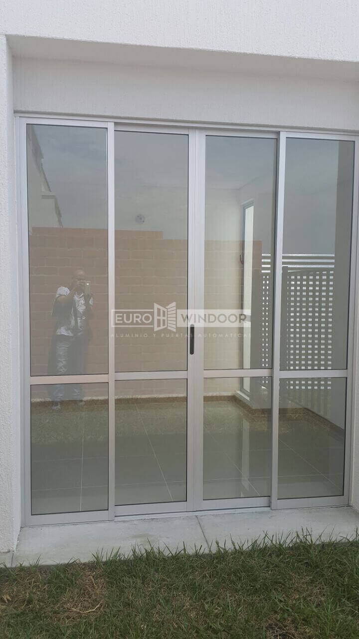Puertas en aluminio y vidrio eurowindoor cali colombia - Puertas de aluminio y cristal ...